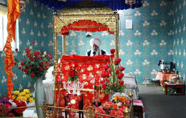 Baba-ji Gurprit Singh chants at the Gurudwara Singh Sabha in Pocheon, Gyeonggi Province. (Dave Hazzan)