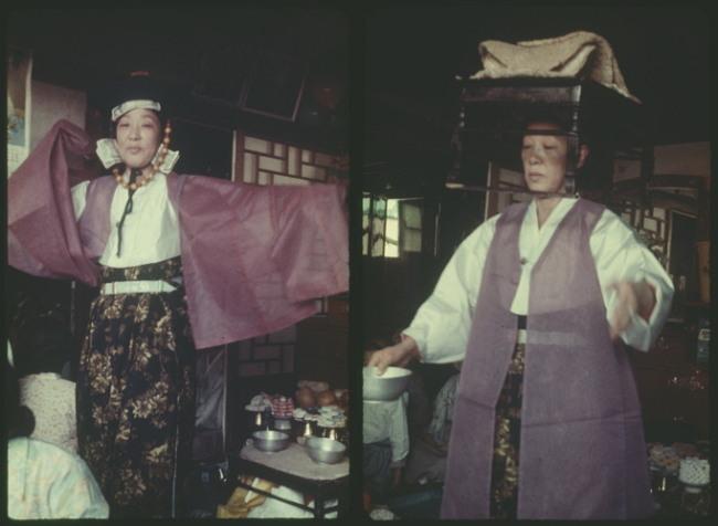 Shaman Bamjwi performs a shamanic ritual. (The National Folk Museum of Korea)