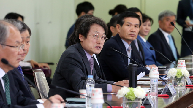 Seoul's education chief Cho Hi-yeon speaks before signing a memorandum of understanding with Paris' education office on Tuesday. (Yonhap)