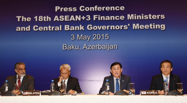 South Korean Finance Minister Choi Kyung-hwan (second from right) and Bank of Korea Gov. Lee Ju-yeol (right) attend a joint press conference after the meeting of financial chiefs of ASEAN Plus Three in Baku, Azerbaijan, on Sunday. (Finance Ministry)