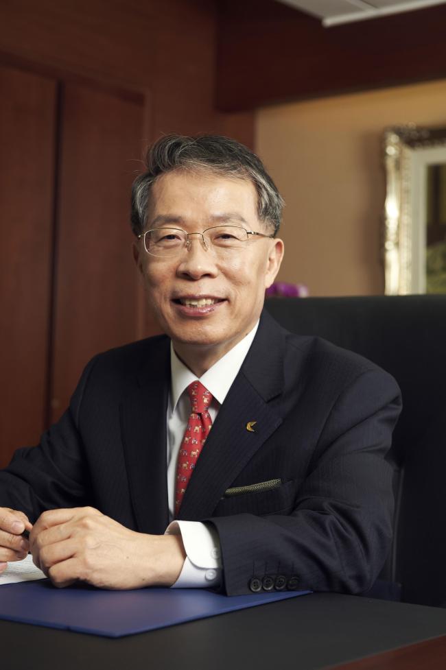 Ex-KEB president Yun Yong-ro