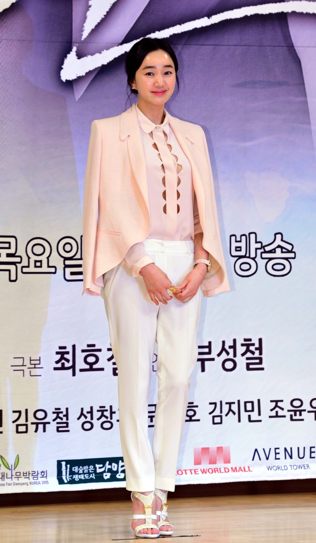 """Actress Soo Ae at a press conference for """"Mask"""" at SBS headquarters on Monday. (Yoon Byung-chan/The Korea Herald)"""