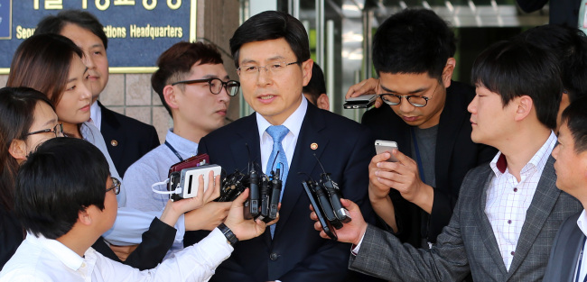 Prime Minister nominee Hwang Kyo-ahn answers reporters' questions at the Gwacheon Government Complex in Gwacheon, South of Seoul, Thursday. (Yonhap)