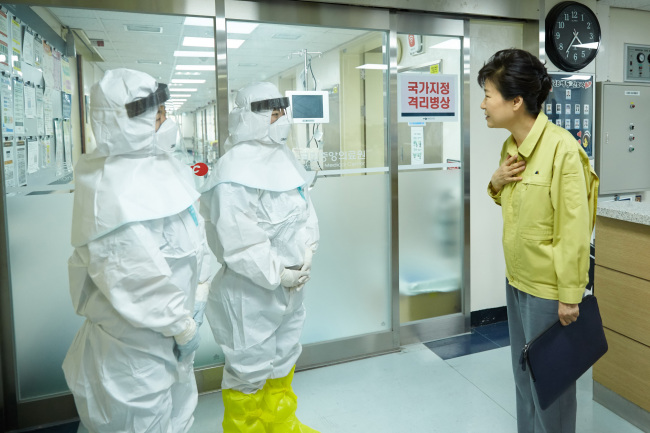 President Park Geun-hye speaks to the staff of the National Medical Center where MERS patients are quarantined on Friday. (Yonhap)