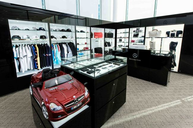 photo news 1st mercedes benz brand shop. Black Bedroom Furniture Sets. Home Design Ideas