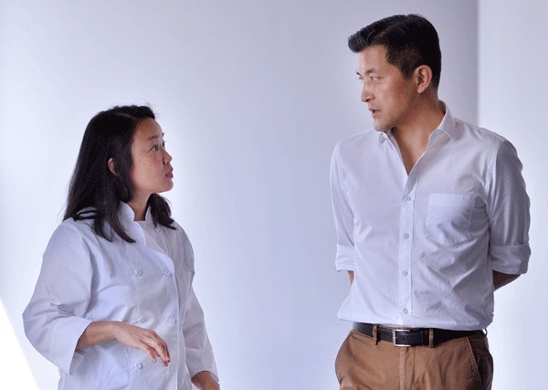 Christine Cho converses with Jungwook Hong, chairman of Herald Corp., the parent company of Organica. (The Korea Herald)