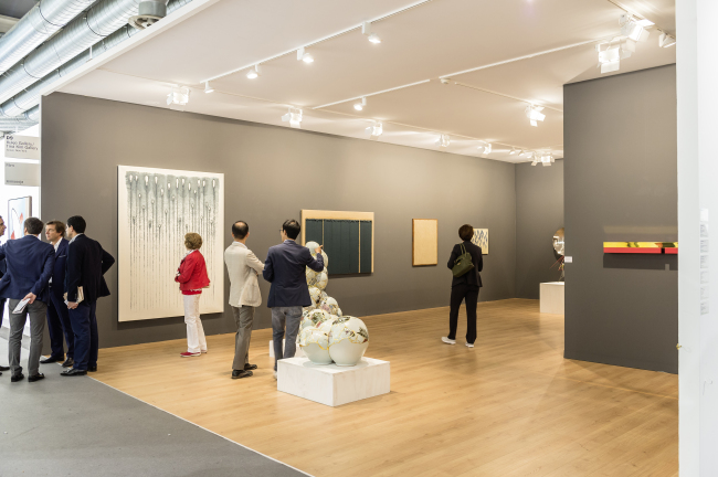 Exhibition view of Kukje Gallery's Basel display / Tina Kim Gallery (Galleries in Basel 2015/© Art Basel)