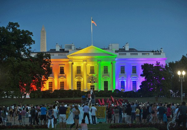 The White House in rainbow hues to mark the latest Supreme Court ruling on gay marriage.(Yonhap)