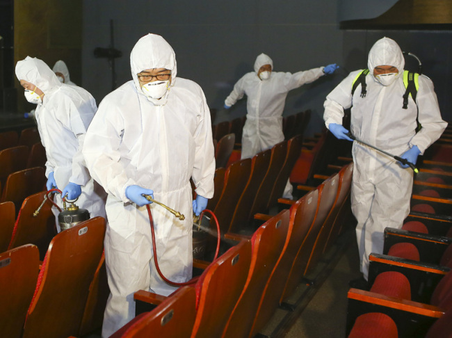 A theater in Daehangno is being disinfected to prevent the spread of MERS (Yonhap)