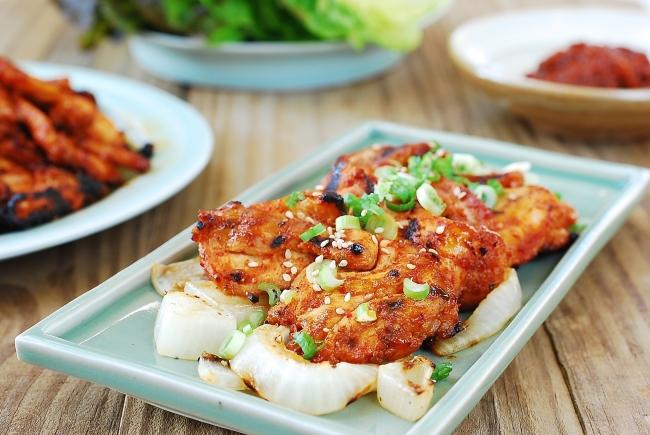 Spicy marinated chicken (Korean Babsang)