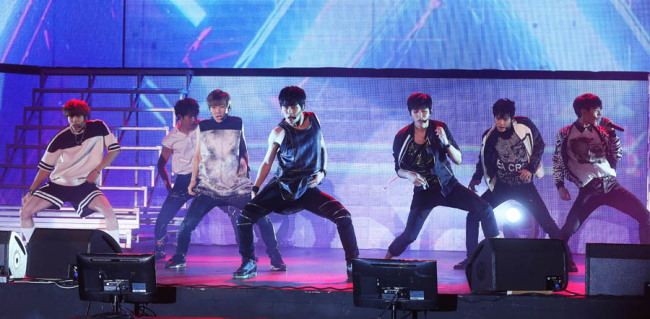 """INFINITE performs at a press showcase for the group's new EP album """"Reality"""" on Monday at Olympic Park (Yonhap)"""