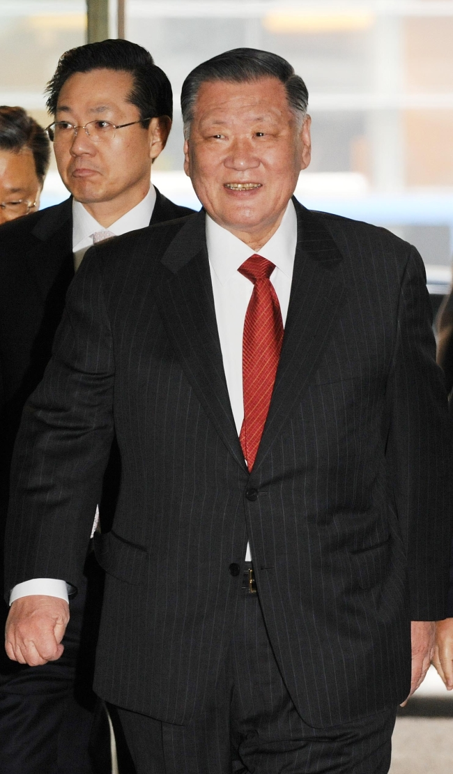 hyundai motor group chairman chung mong koo Hyundai motor group chairman chung mong-koo presided over a monthly strategic meeting of the group's ceos at the group headquarters in yangjae-dong, southeastern seoul, on jan 25.