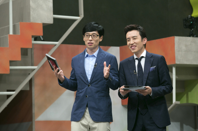 Yoo Jae-suk (left) and Yoo Hee-yeol on the set of