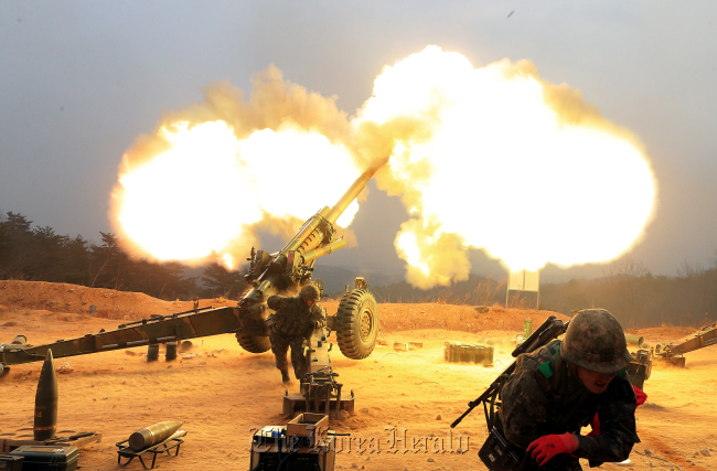This undated image shows South Korean soldiers conducting live fire drills. (Yonhap)