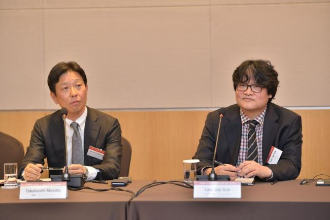 Takahashi Masato (left), managing executive officer at Rakuten Ichiba, and SimpleX CEO Lee Jae-suk speak at a press conference on Wednesday in Yeouido, Seoul. Cafe24