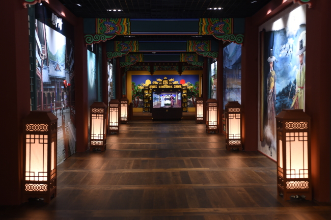 """A set of the traditional Korean court has been recreated to allow visitors to experience what it is like to appear in Korean period dramas and """"be transported back in time,"""" said MBC in a press release. (MBC)"""