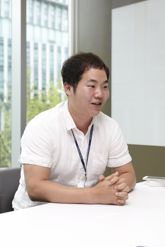 Kim Dong-hyun, business project manager