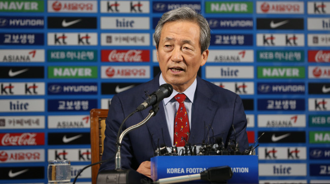 Chung Mong-joon, the FIFA presidential candidate, speaks at a news conference in Seoul on Thursday. (Yonhap)