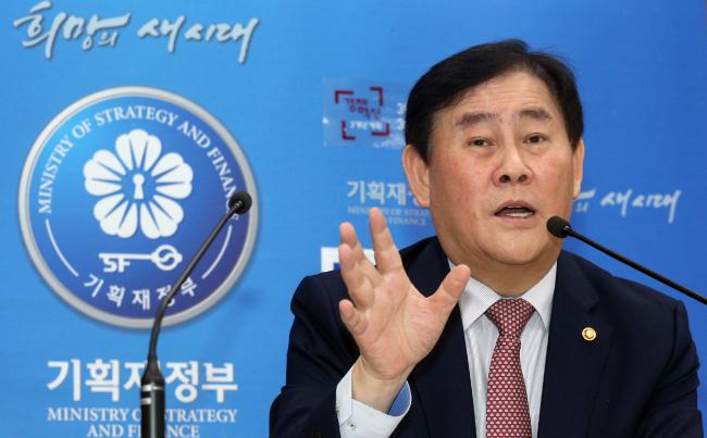 Finance Minister Choi Kyung-hwan (Yonhap)