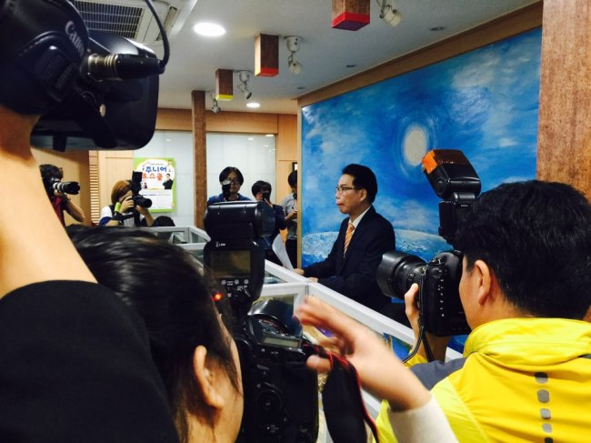 Lawyer Lee Jae-man represents Kim Hyun-joong at press conference held Thursday. (The Korea Herald/ Lim Jeong-yeo)