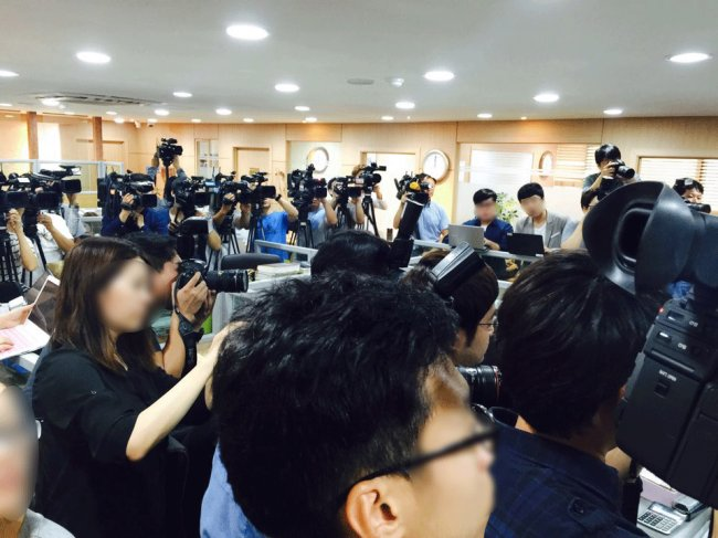 Reporters at the press conference for Kim Hyun-joong's statment, Thursday. (The Korea Herald/ Lim Jeong-yeo)