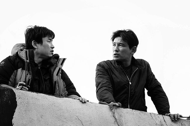 Director Ryoo Seung-wan (left) with actor Hwang Jung-min (CJ Entertainment)