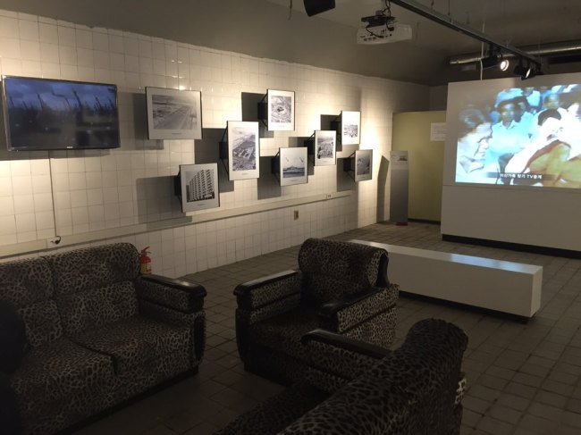 One of the bunker rooms, in Yeouido, Seoul, is arranged in its original setup in the 1970s complete with the sofa discovered at the scene. Photos and the video on the wall are displayed to show the history of the bunker. (Choi Jin-sung/The Korea Herald)