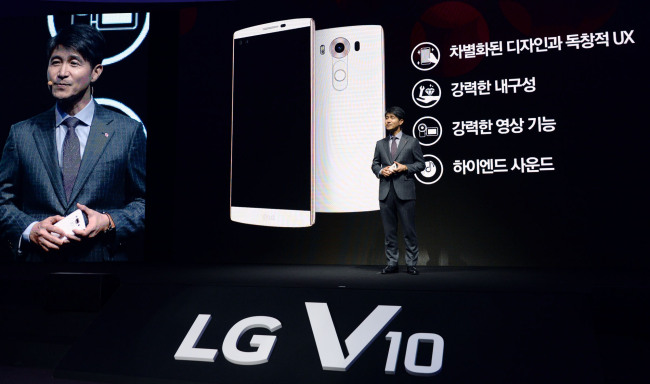 LG's mobile chief Cho Juno speaks during a launching event of the V10 in Seoul on Thursday. LG Electronics