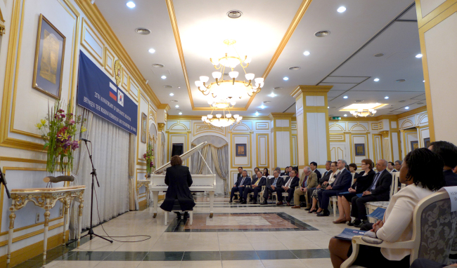 The Russian embassy held a concert dedicated to 25 years of diplomatic relations with Korea on Sept. 24 at the Russian embassy. Joel Lee / The Korea Herald