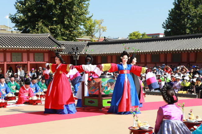 Suwon Hwaseong Cultural Festival holds the reenactment of King Jeongjo's mother Queen Hyegyeonggung Hong's Birthday Feast.