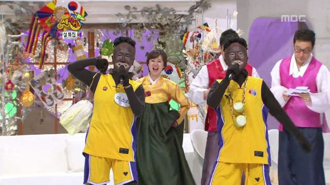 "A much-criticized scene from MBC's ""Three Wheels,"" where two female comedians appeared in blackface in 2012. (Screen capture from MBC)"