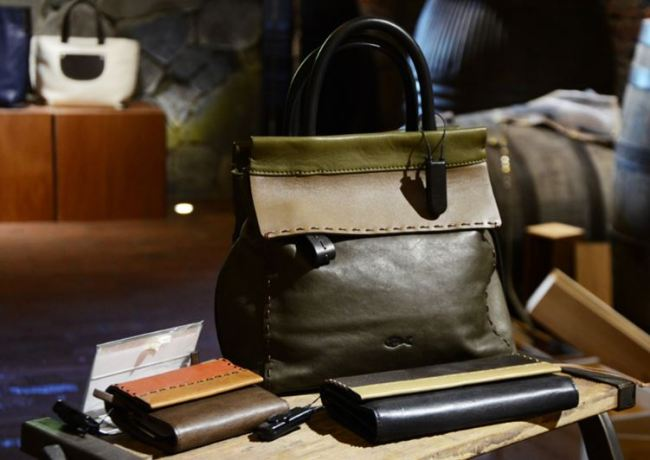 A display of 0914's bag and wallets (0914)