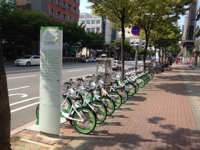 Ddaleungee bikes are parked at a docking station near Mangwon Subway Station in Mapo, Seoul. (Seoul Metropolitan Government)
