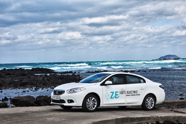 GREEN CAR-SHARING -- Renault Samsung Motors announced that it would provide 50 SM3 Zero Emission EVs for a green car-sharing project by the Seoul Digital Industry Complex focusing on venture, IT, and knowledge industries by the end of the year. The green car-sharing business will allow users in and around the complex to rent electric cars. Renault Samsung Motors