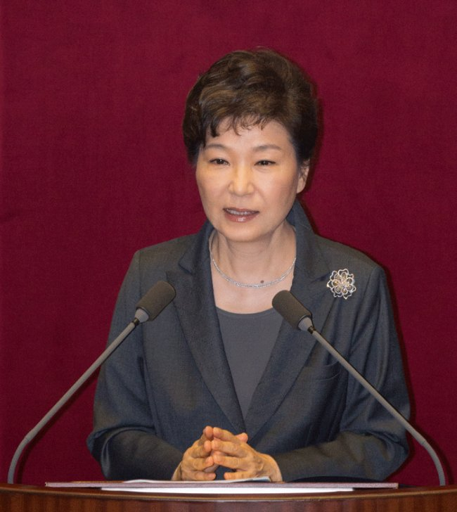 President Park Geun-hye delivers her budget speech at National Assembly on Tuesday. (Yonhap)