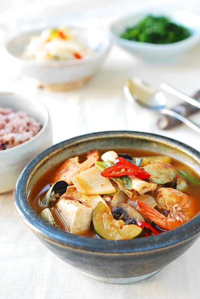 Seafood doenjang jjigae (Korean Bapsang)