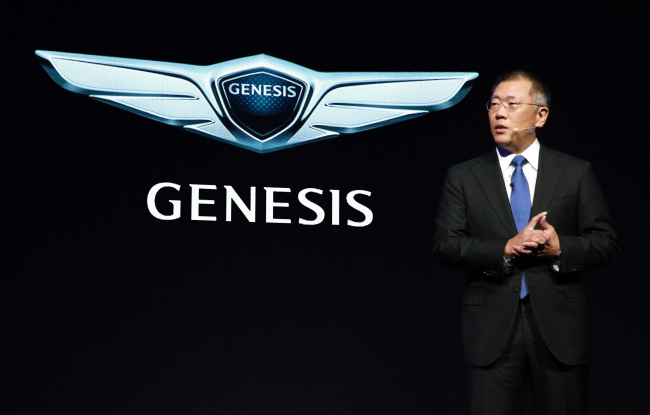 Against the backdrop of the emblem of the company's global luxury brand Genesis, Hyundai Motor vice chairman Chung Eui-sun speaks at a launch event in Seoul on Wednesday. Hyundai Motor