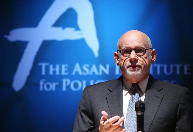 Joel Wit speaks during a forum in Seoul. (Yonhap)