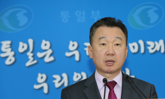 Unification Ministry spokesperson Chung June-hee speaks during a press briefing on Friday. (Yonhap)