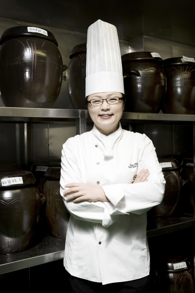 Lee Sun-hee, the sous chef at Sheraton Grande Walkerhill Hotel (Sheraton Grande Walkerhill Hotel)
