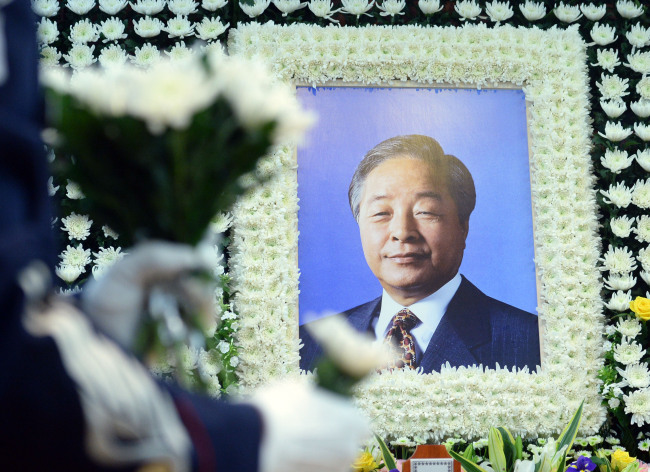 The late former President Kim Young-sam's photo is displayed at his wake at Seoul National University Hospital in Jongno-gu, Seoul, Sunday. (Yonhap)