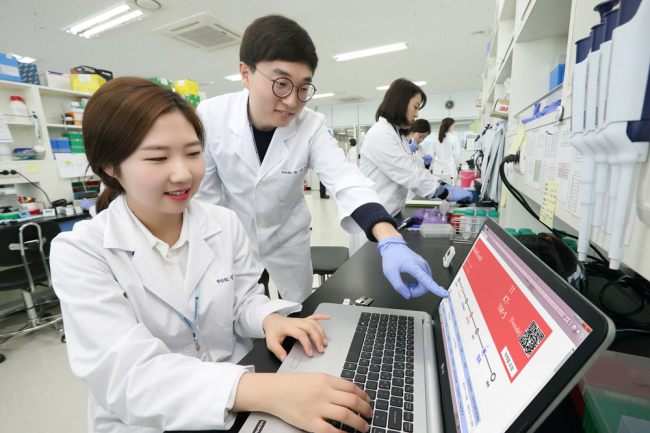 Lab Genomics researchers test NobleGuard at a lab in Pangyo, Gyeonggi Province. KT