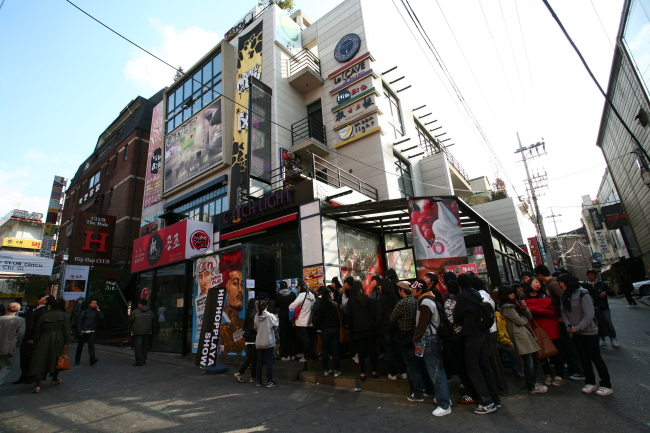 A street in Hongdae, Seoul. (The Korea Herald)