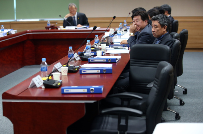 The Sewol Special Investigation Committee holds a meeting on Monday, after members picked by the ruling Saenuri Party walked out in boycott of the panel`s decision to probe President Park`s whereabouts on the day the ferry Sewol sank off last year. (Yonhap)