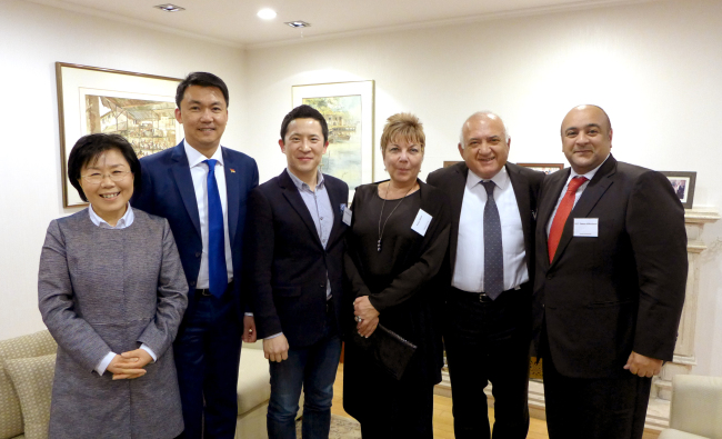 "(From left) CICI president Choi Jung-wha, Singapore Ambassador Yip Wei Kiat, Google head of Chromecast and TV at Asia-Pacific Mickey Kim, the Turkish ambassador's spouse Pinar Okcal, Ambassador Arslan Hakan Okcal and Kuwaiti Ambassador Jasem Albudaiwi pose at the Corea Image Communications Institute's ""Korea CQ Forum"" at the Singaporean ambassador's residence Tuesday. Joel Lee / The Korea Herald"