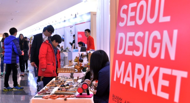 Visitors look at products at Seoul Design Market in Dongdaemun, Seoul, Thursday. (Lee Sang-sub/The Korea Herald)