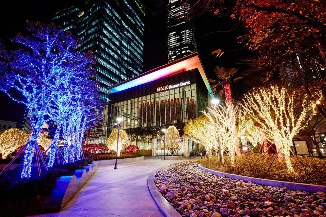 부산은행 야외광장 'LED 빛 축제' 실시
