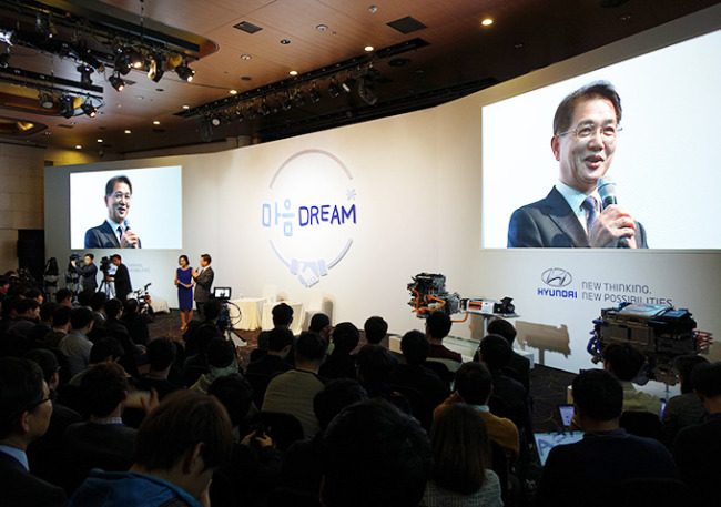 Hyundai Motor vice chairman Kwon Moon-sik, who is responsible for the R&D function, hosts a Q&A session with invited students in November. Hyundai Motor