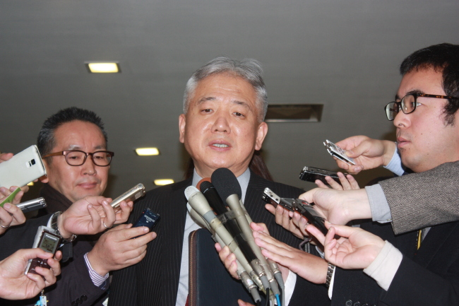 Lee Sang-deok, director general of Northeast Asian affairs at Seoul`s Foreign Ministry speaks to the press in Tokyo on Tuesday. (Yonhap)