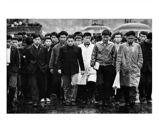 College students stage a quiet protest against normalization of Korea-Japan diplomatic relations in Seoul in this photo taken by Shisei Kuwabara in 1965. (Photographic Artist Association of Korea)